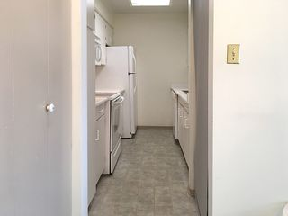 """Photo 10: 905 615 BELMONT Street in New Westminster: Uptown NW Condo for sale in """"BELMONT TOWERS"""" : MLS®# R2200623"""