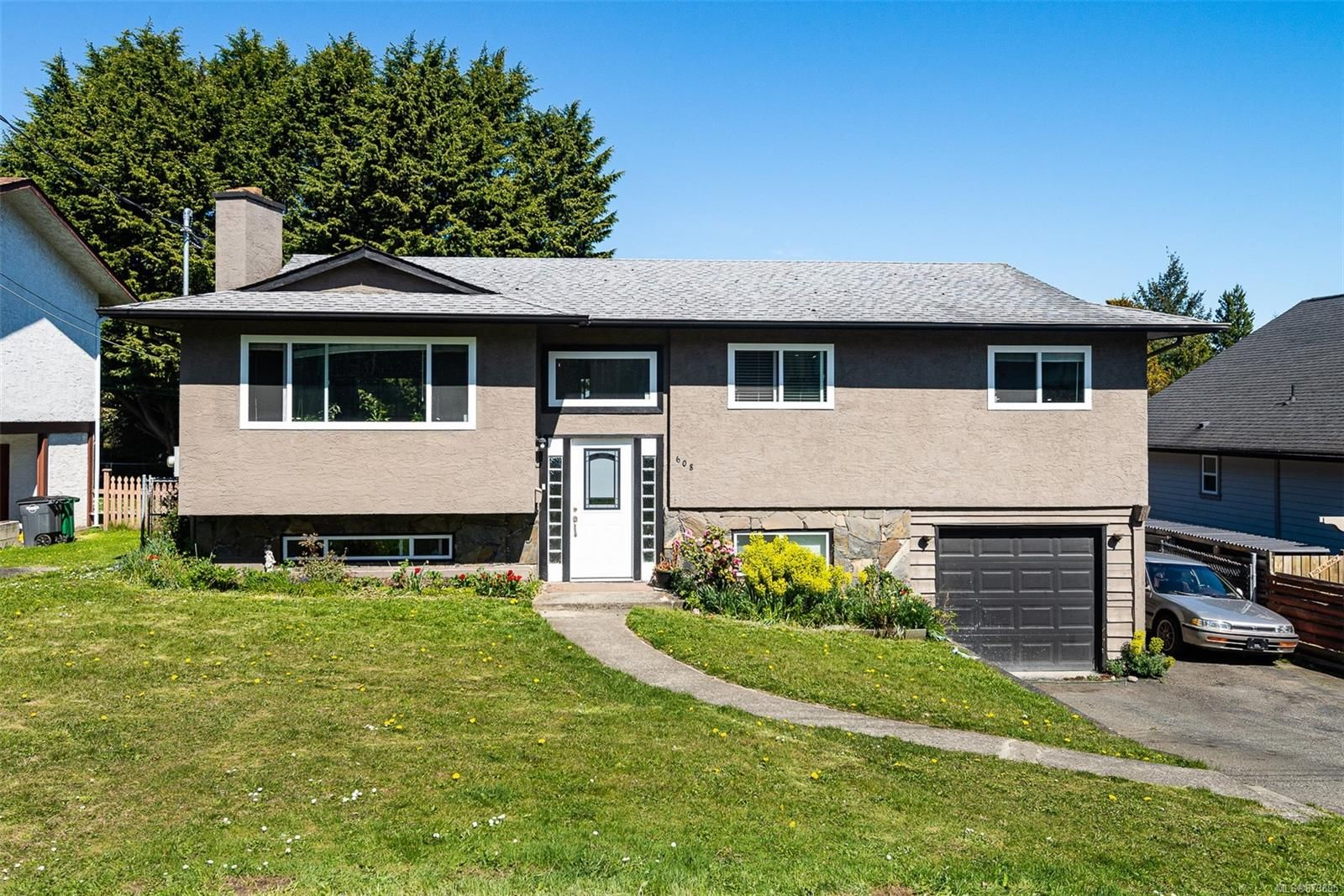 Main Photo: 608 Ralph St in : SW Glanford House for sale (Saanich West)  : MLS®# 873695