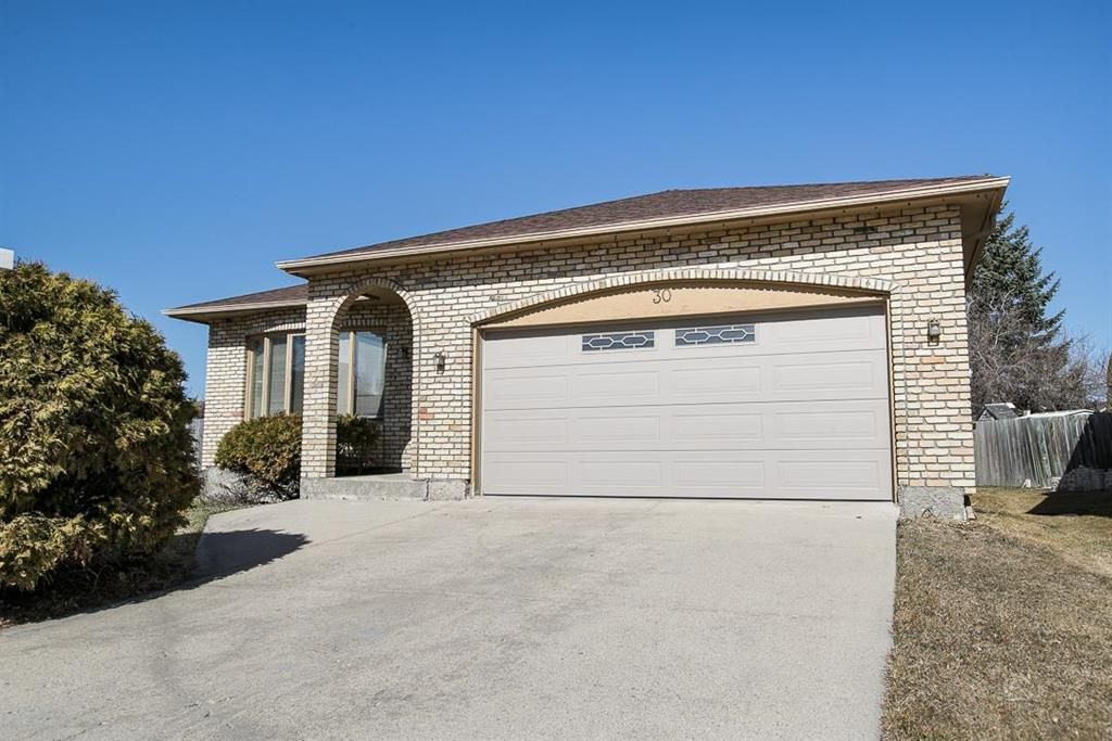 Main Photo: 30 Apple Hill Road in Winnipeg: Fort Whyte Residential for sale (1P)  : MLS®# 202107819