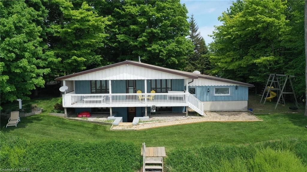 Main Photo: 77557 BIRCHCLIFF Drive in Bayfield: Goderich Twp Residential for sale (Central Huron)  : MLS®# 40120600