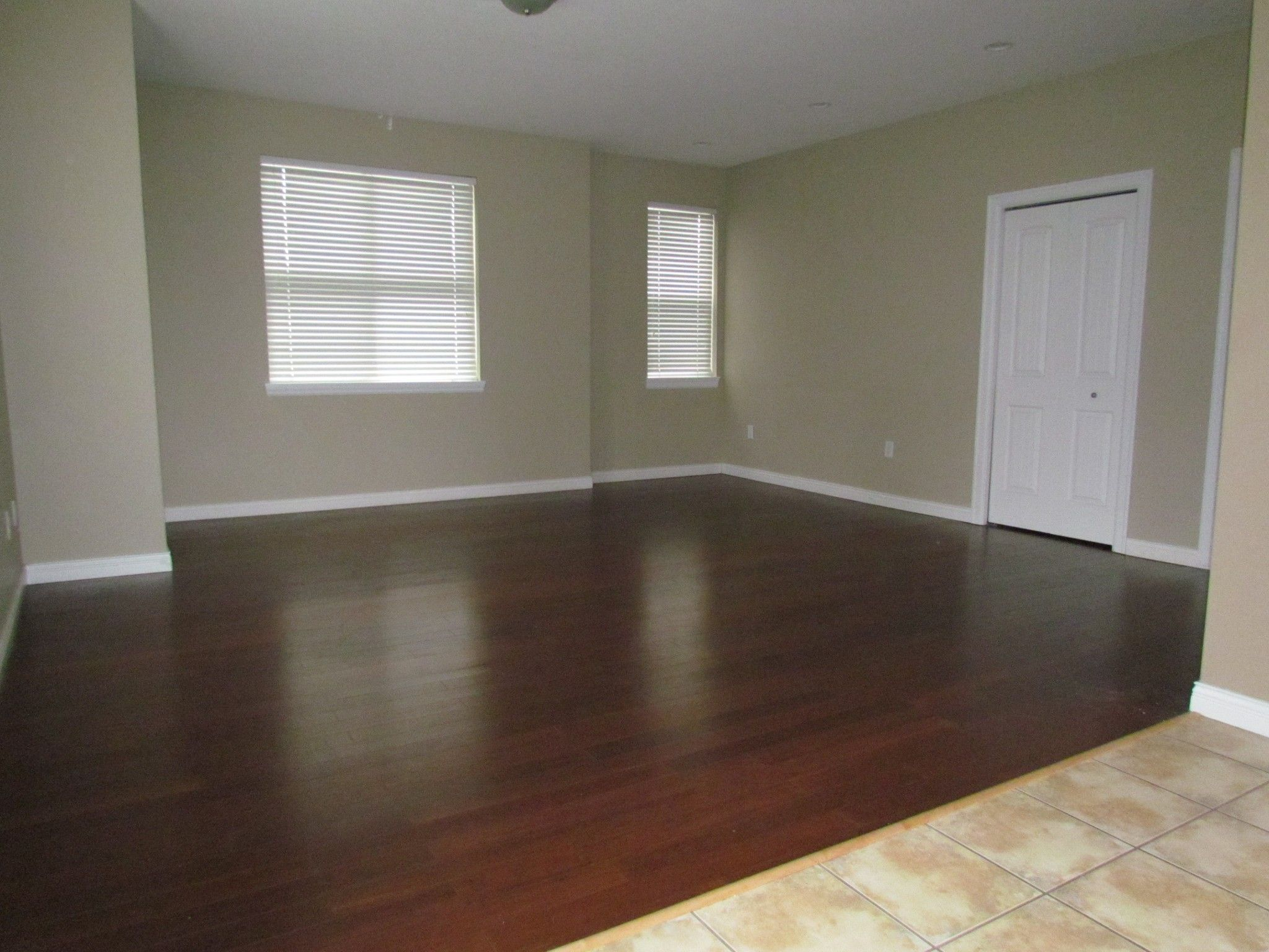 Photo 8: Photos: Suite 35158 Rockwell Dr. in Abbotsford: Abbotsford East Condo for rent