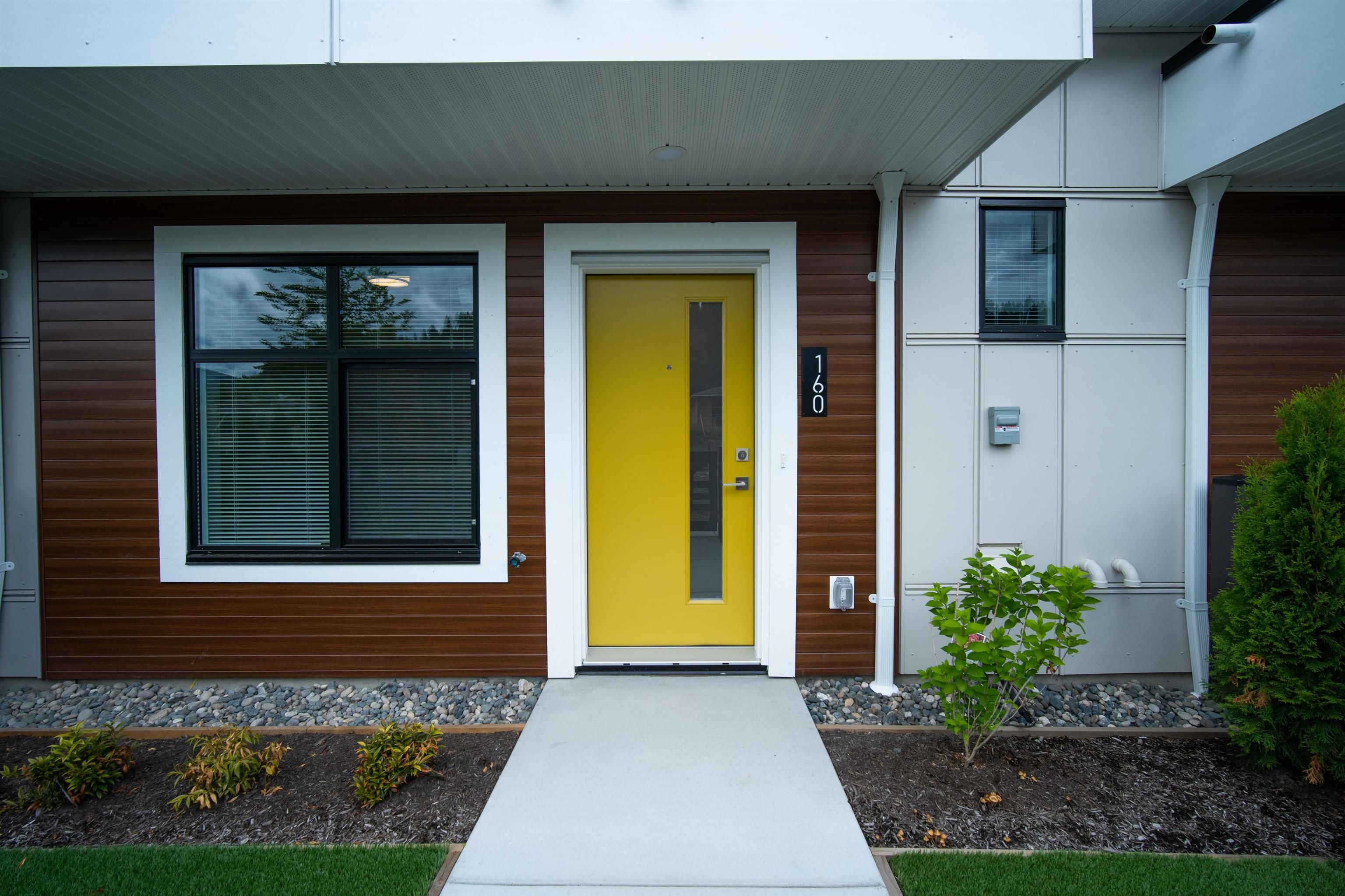Main Photo: 204 46150 THOMAS Road in Chilliwack: Sardis East Vedder Rd Townhouse for sale (Sardis)  : MLS®# R2609477