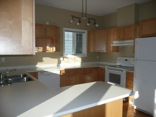 Photo 2: 484 Foster St in Victoria: Residential for sale : MLS®# 285068