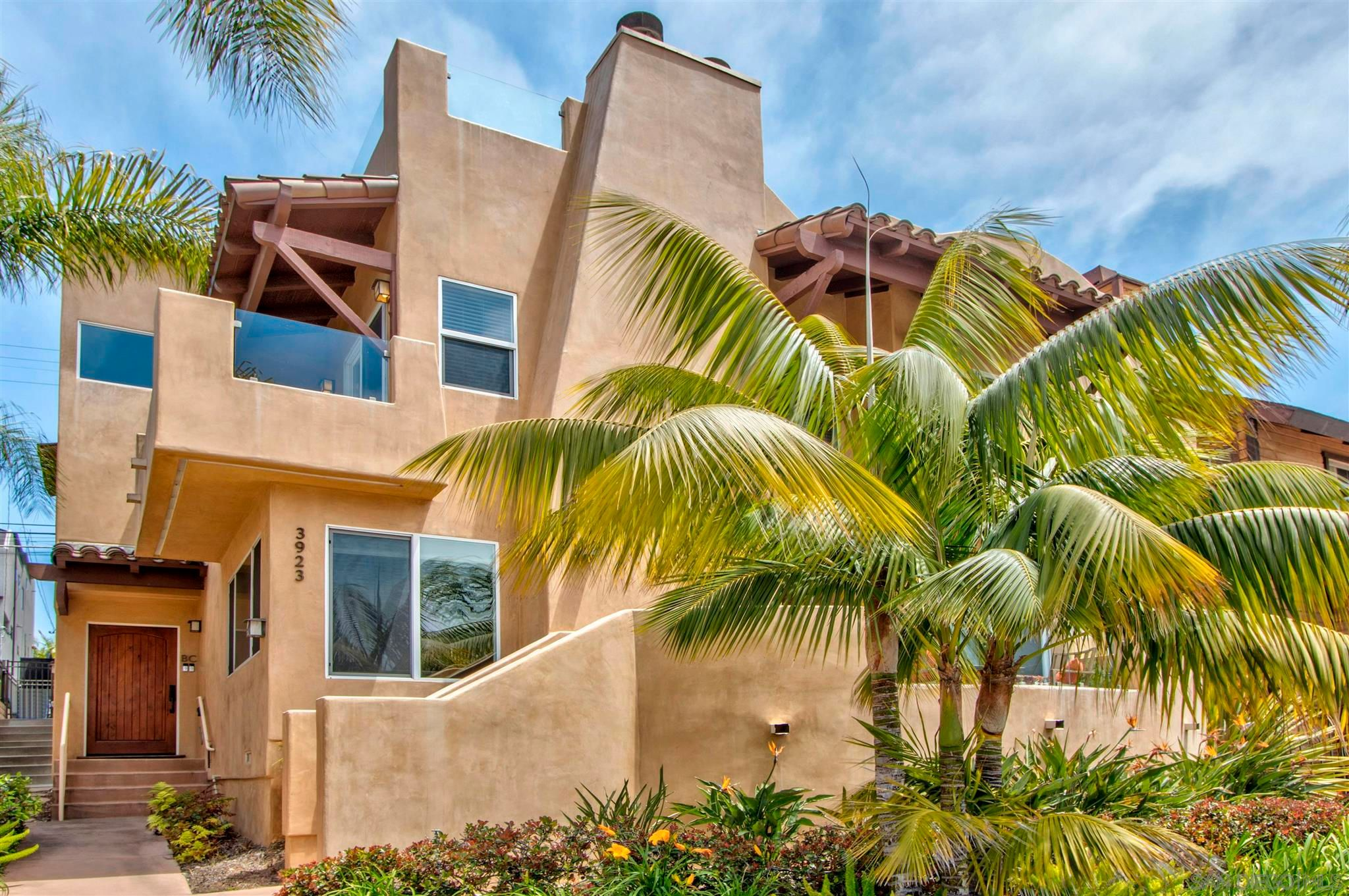 Main Photo: PACIFIC BEACH Townhouse for sale : 3 bedrooms : 3923 Riviera Dr #Unit B in San Diego