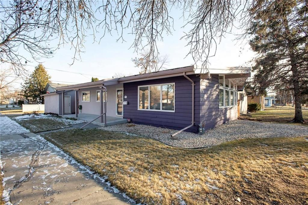 Main Photo: 878 Beaverbrook Street in Winnipeg: River Heights South Residential for sale (1D)  : MLS®# 202028124