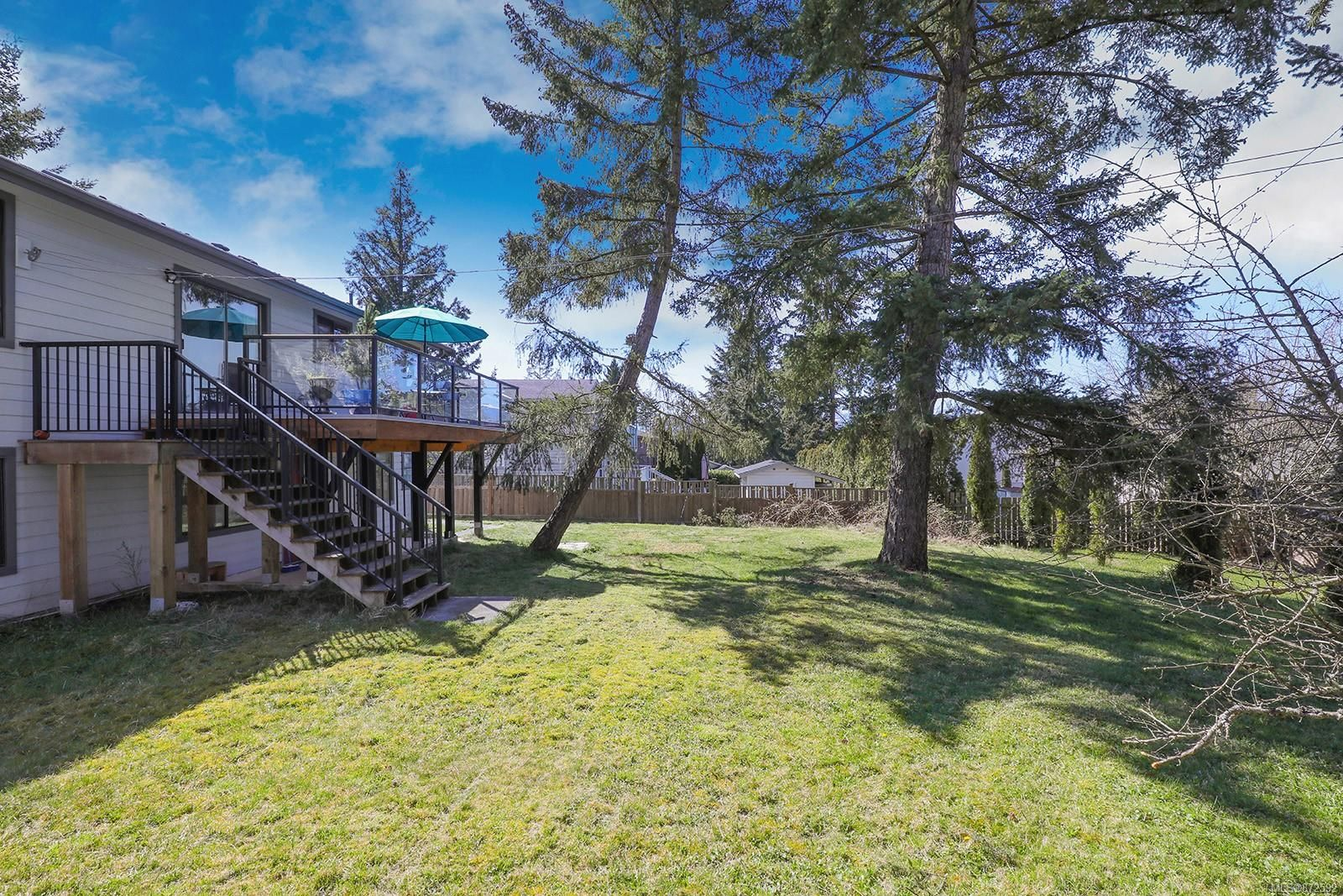 Photo 31: Photos: 1626 Valley Cres in : CV Courtenay East House for sale (Comox Valley)  : MLS®# 872592