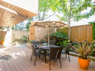 """Photo 1: 104 1930 W 3RD Avenue in Vancouver: Kitsilano Condo for sale in """"THE WESTVIEW"""" (Vancouver West)  : MLS®# R2099750"""