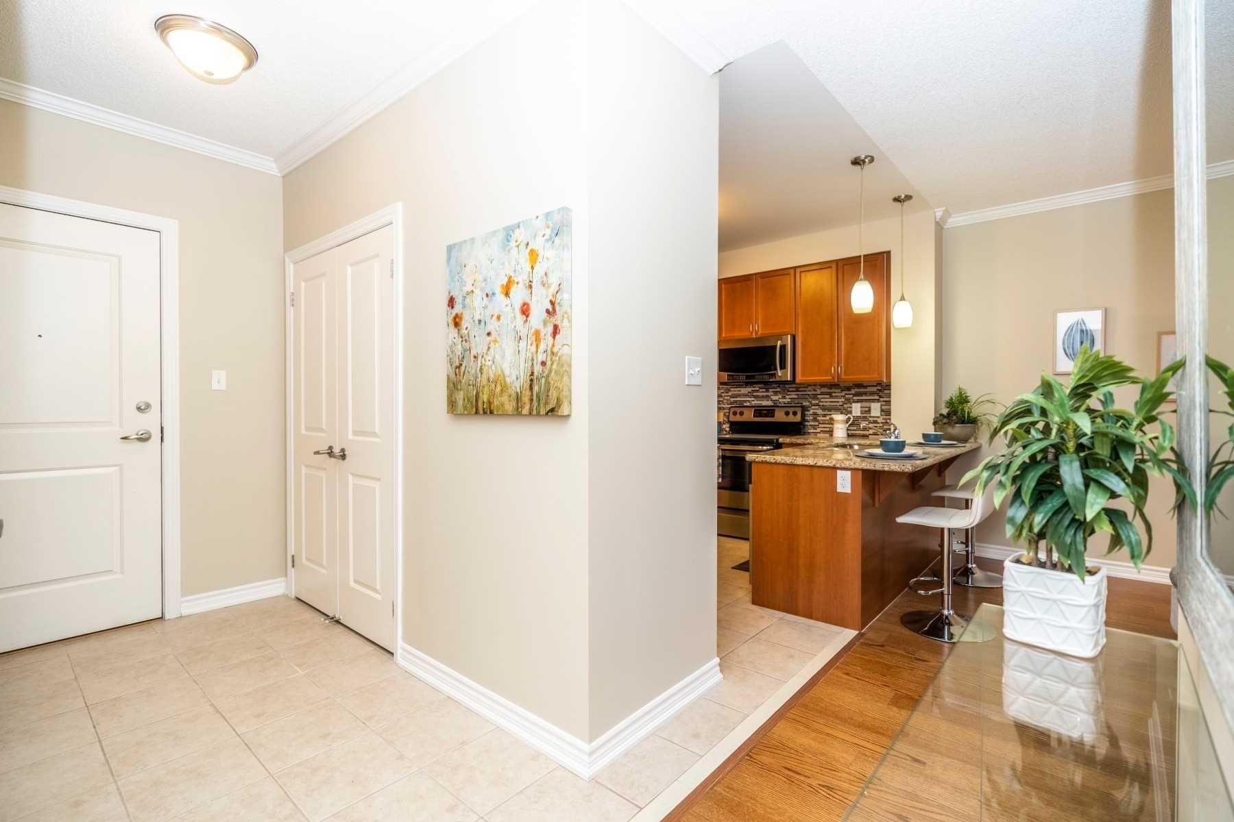 Photo 3: Photos: 213 54 Harvey Johnston Way in Whitby: Brooklin Condo for sale : MLS®# E4664368