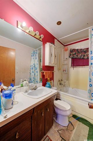 Photo 18: 204 Witney Avenue South in Saskatoon: Meadowgreen Residential for sale : MLS®# SK845574