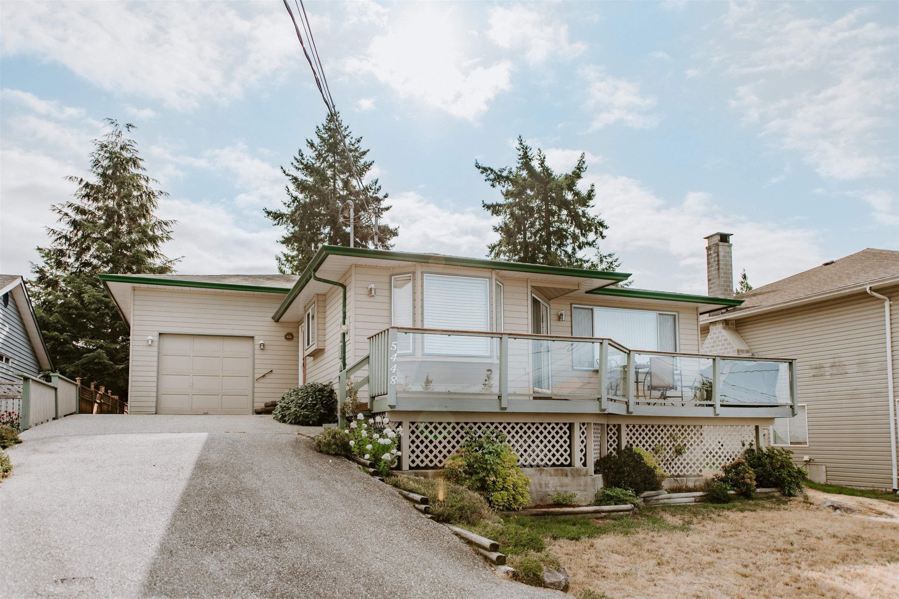 Main Photo: 5448 KENSINGTON Road in Sechelt: Sechelt District House for sale (Sunshine Coast)  : MLS®# R2611334