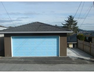 """Photo 4: 35 HOLDOM Avenue in Burnaby: Capitol Hill BN House for sale in """"CAPITOL HILL"""" (Burnaby North)  : MLS®# V756730"""