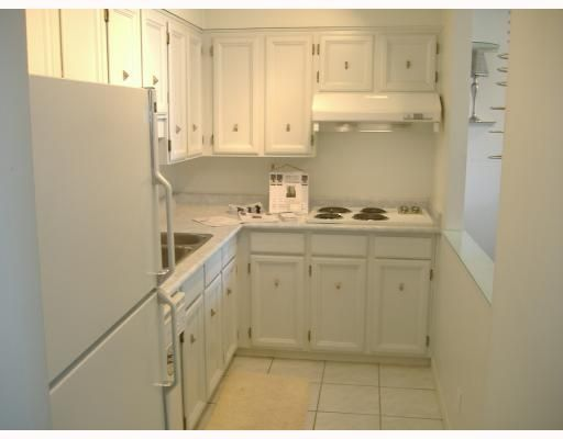 """Photo 6: Photos: 101 1341 CLYDE Avenue in West Vancouver: Ambleside Condo for sale in """"CLYDE GARDENS"""" : MLS®# V759733"""