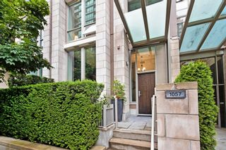 """Photo 2: 1057 RICHARDS Street in Vancouver: Downtown VW Townhouse for sale in """"THE DONOVAN"""" (Vancouver West)  : MLS®# R2623044"""