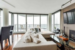 """Photo 5: 1902 1228 MARINASIDE Crescent in Vancouver: Yaletown Condo for sale in """"Crestmark II"""" (Vancouver West)  : MLS®# R2582919"""