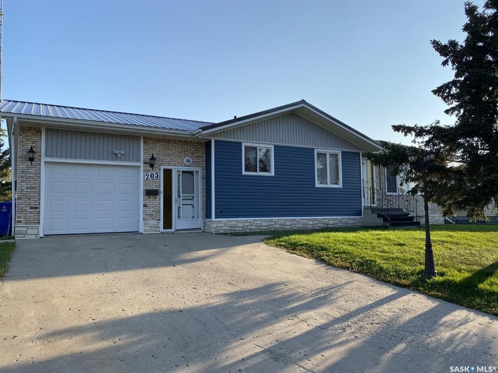 Main Photo: 205 River Heights Drive in Langenburg: Residential for sale : MLS®# SK819789
