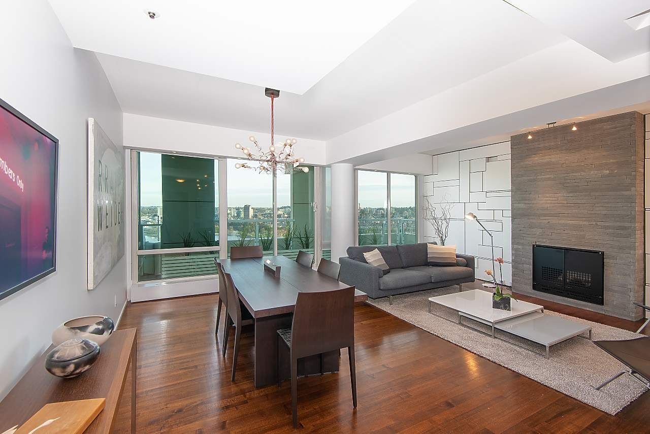 """Main Photo: 3003 1500 HORNBY Street in Vancouver: Yaletown Condo for sale in """"888 Beach - Beach Tower"""" (Vancouver West)  : MLS®# R2367196"""