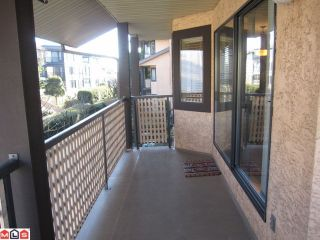 Photo 8: 207 1460 MARTIN Street: White Rock Condo for sale (South Surrey White Rock)  : MLS®# F1100155