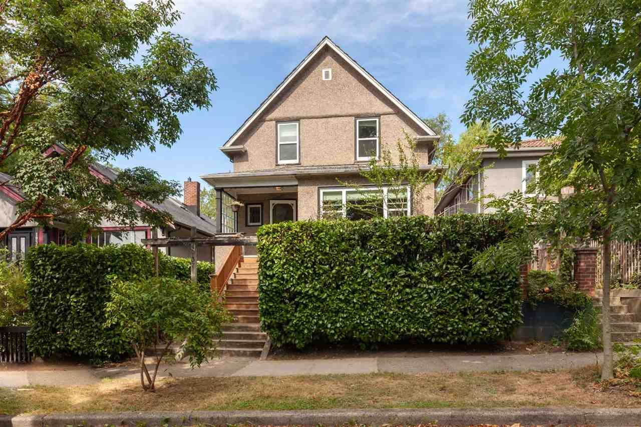"""Main Photo: 1937 GRAVELEY Street in Vancouver: Grandview Woodland House for sale in """"Commercial Drive"""" (Vancouver East)  : MLS®# R2404224"""