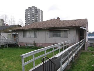 Photo 1: 76-78 GLOVER Avenue in New_Westminster: GlenBrooke North Duplex for sale (New Westminster)  : MLS®# V702687