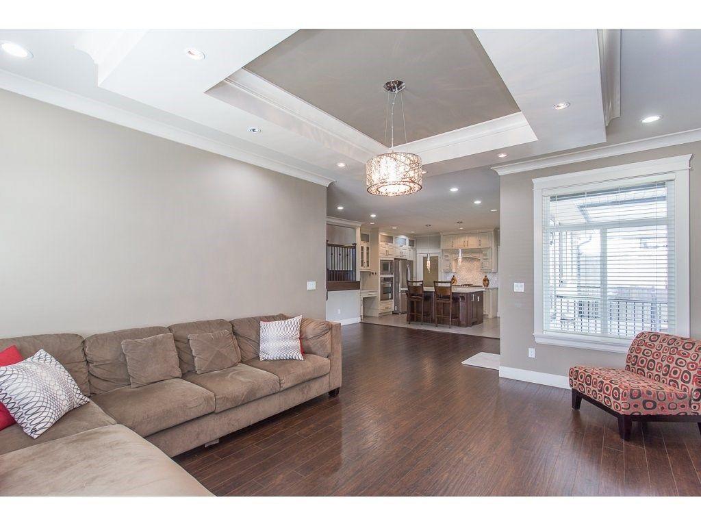 Photo 8: Photos: 18815 53A Avenue in Surrey: Cloverdale BC House for sale (Cloverdale)  : MLS®# R2272944