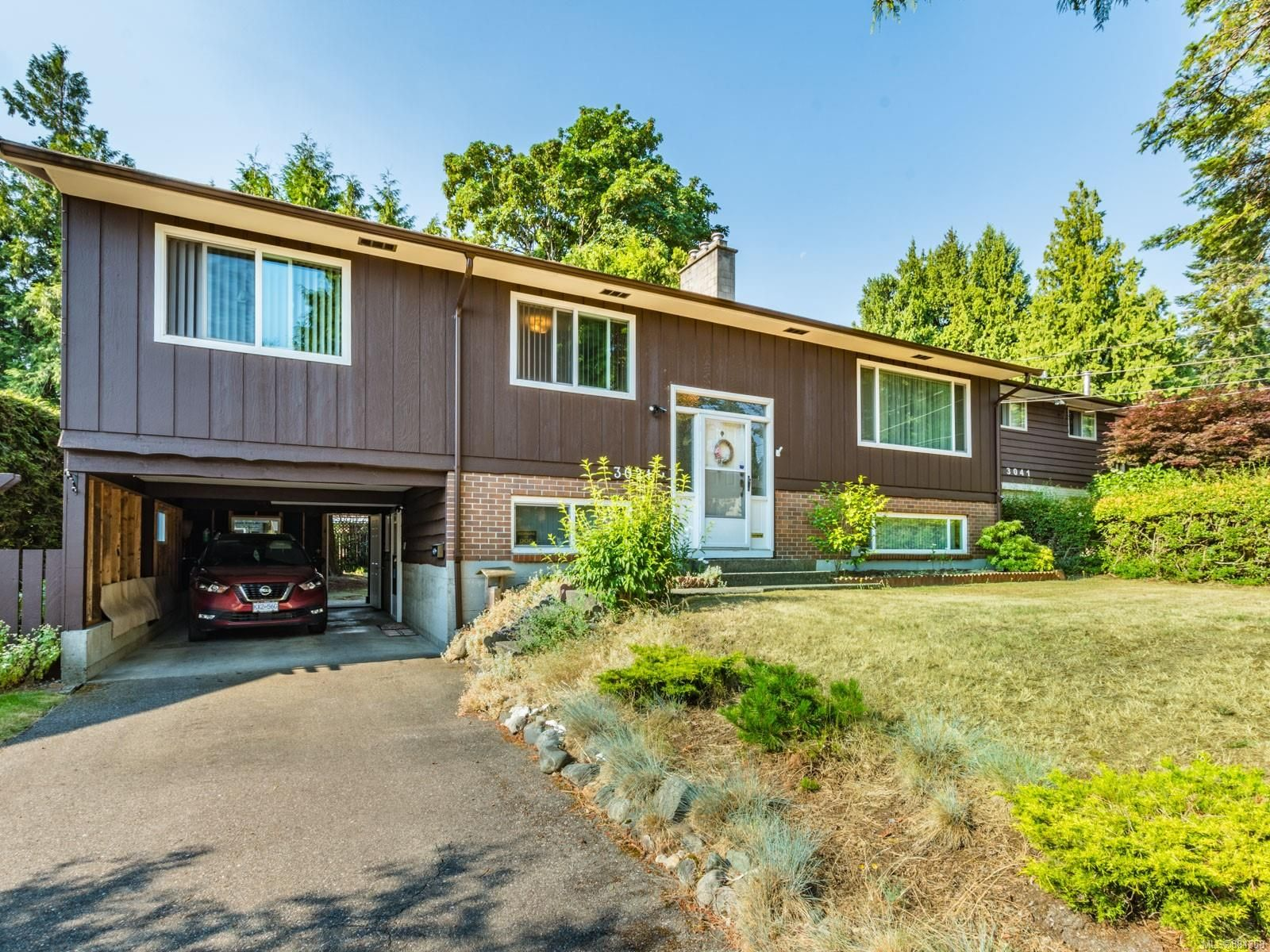 Main Photo: 3021 Crestwood Pl in : Na Departure Bay House for sale (Nanaimo)  : MLS®# 881358