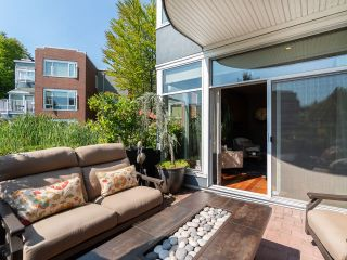 """Photo 4: 1594 ISLAND PARK Walk in Vancouver: False Creek Townhouse for sale in """"THE LAGOONS"""" (Vancouver West)  : MLS®# R2297532"""