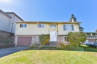 Photo 1: 7829 SUNCREST DRIVE in Surrey: East Newton House for sale : MLS®# R2382452