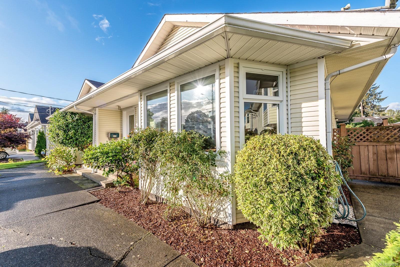 Main Photo: A 2395 Grant Ave in Courtenay: CV Courtenay City Half Duplex for sale (Comox Valley)  : MLS®# 856921
