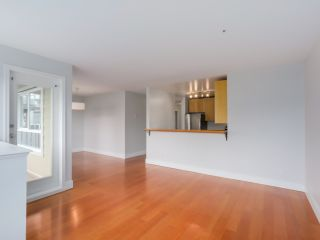 Photo 5: 303 1623 E 2ND AVENUE in Vancouver: Grandview VE Condo for sale (Vancouver East)  : MLS®# R2036799