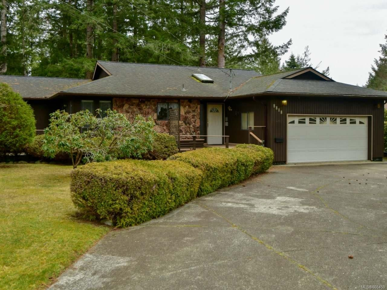Main Photo: 8818 HENDERSON Avenue in BLACK CREEK: CV Merville Black Creek House for sale (Comox Valley)  : MLS®# 808450