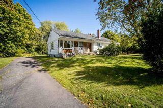 Photo 1: 21 Hillcrest Avenue in Wolfville: 404-Kings County Residential for sale (Annapolis Valley)  : MLS®# 202124195