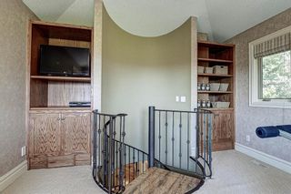 Photo 19: 251 Slopeview Drive SW in Calgary: Springbank Hill Detached for sale : MLS®# A1132385