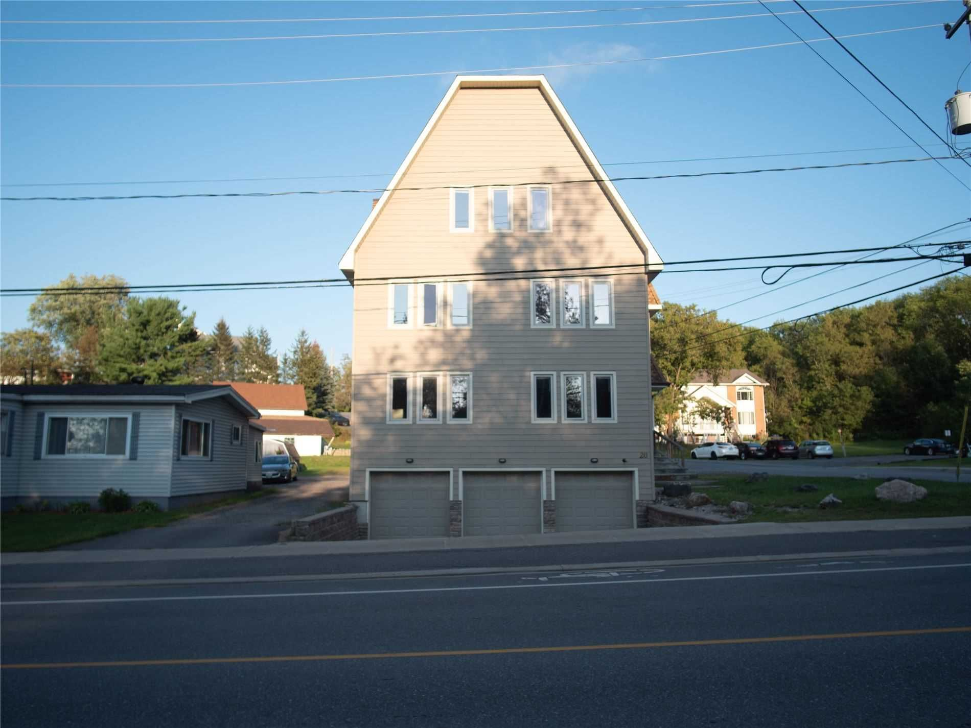 Main Photo: 2 20 Emily Street in Parry Sound: House (3-Storey) for lease : MLS®# X5370293