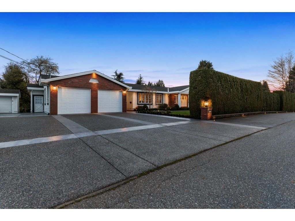 Main Photo: 34888 SKYLINE Drive in Abbotsford: Abbotsford East House for sale : MLS®# R2567738