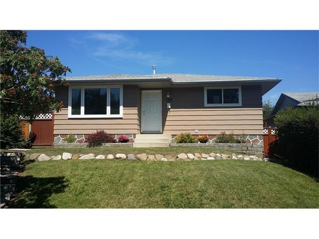 Main Photo: 136 Dover Ridge Bay SE in Calgary: Dover Glen House for sale : MLS®# C4024138