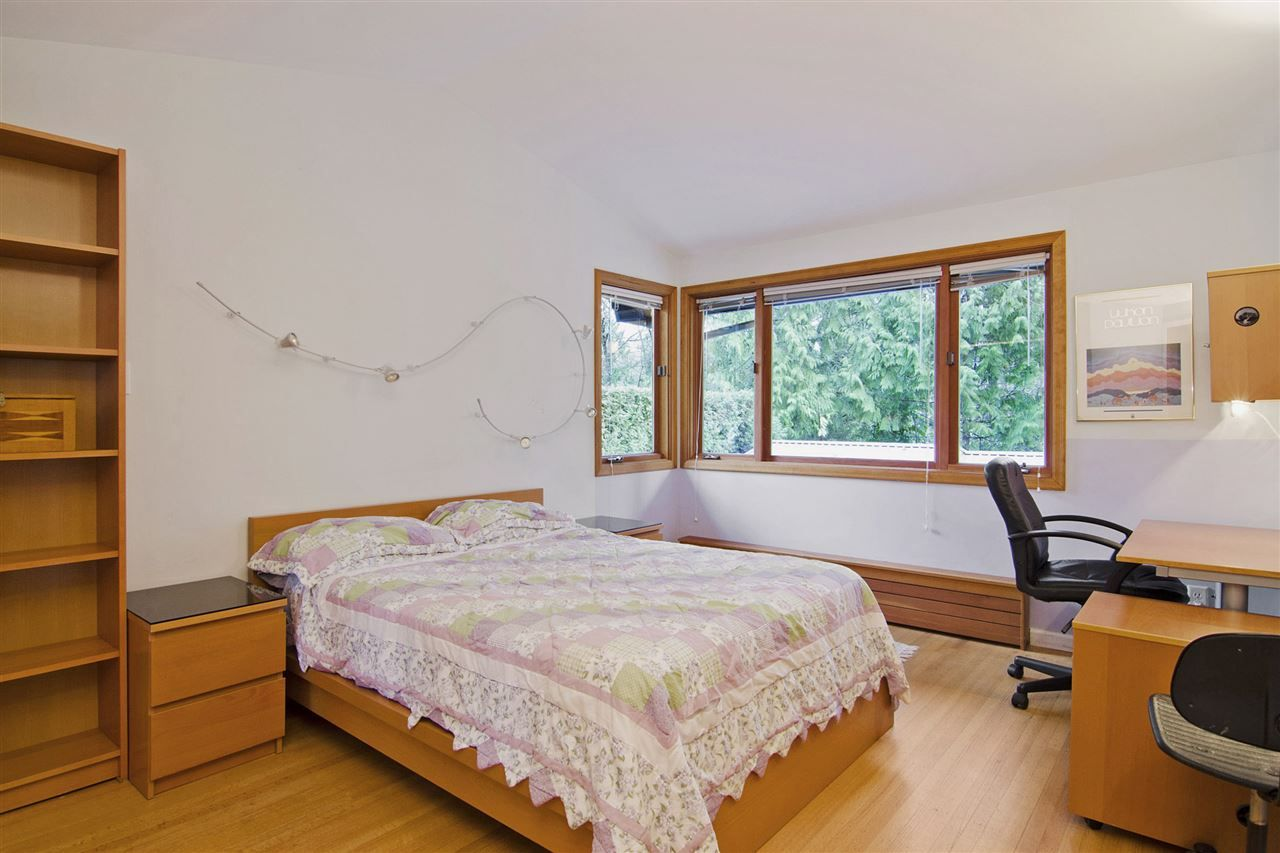 Photo 12: Photos: 1190 SINCLAIR Street in West Vancouver: Ambleside House for sale : MLS®# R2027738