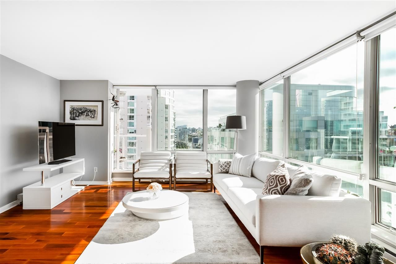 """Main Photo: #1806 - 1500 Hornby St, in Vancouver: Yaletown Condo for sale in """"888 Beach"""" (Vancouver West)  : MLS®# R2409623"""
