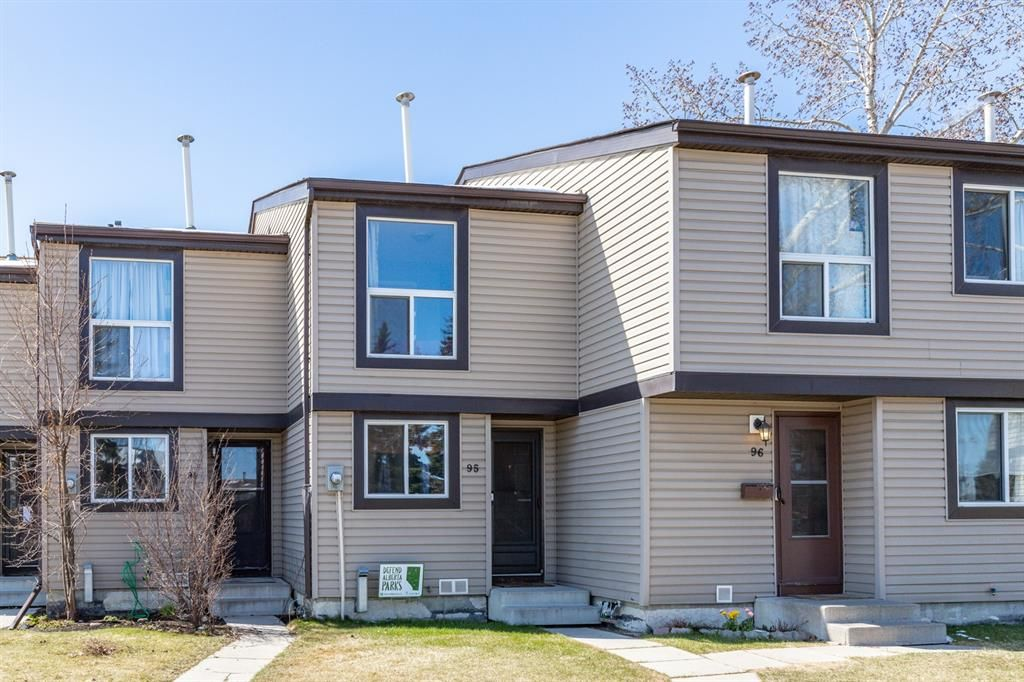 Main Photo: 95 3029 Rundleson Road NE in Calgary: Rundle Row/Townhouse for sale : MLS®# A1095344