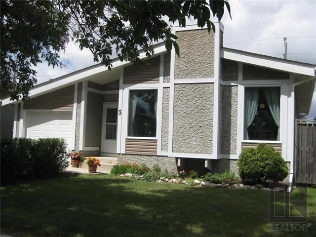 Main Photo: 3 Willowbend Crescent in Winnipeg: River Park South Residential for sale (2F)  : MLS®# 1819626