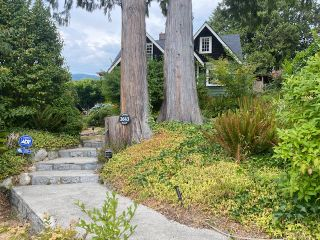 Main Photo: 2643 Lawson Street in West Vancouver: Dundarave House for rent