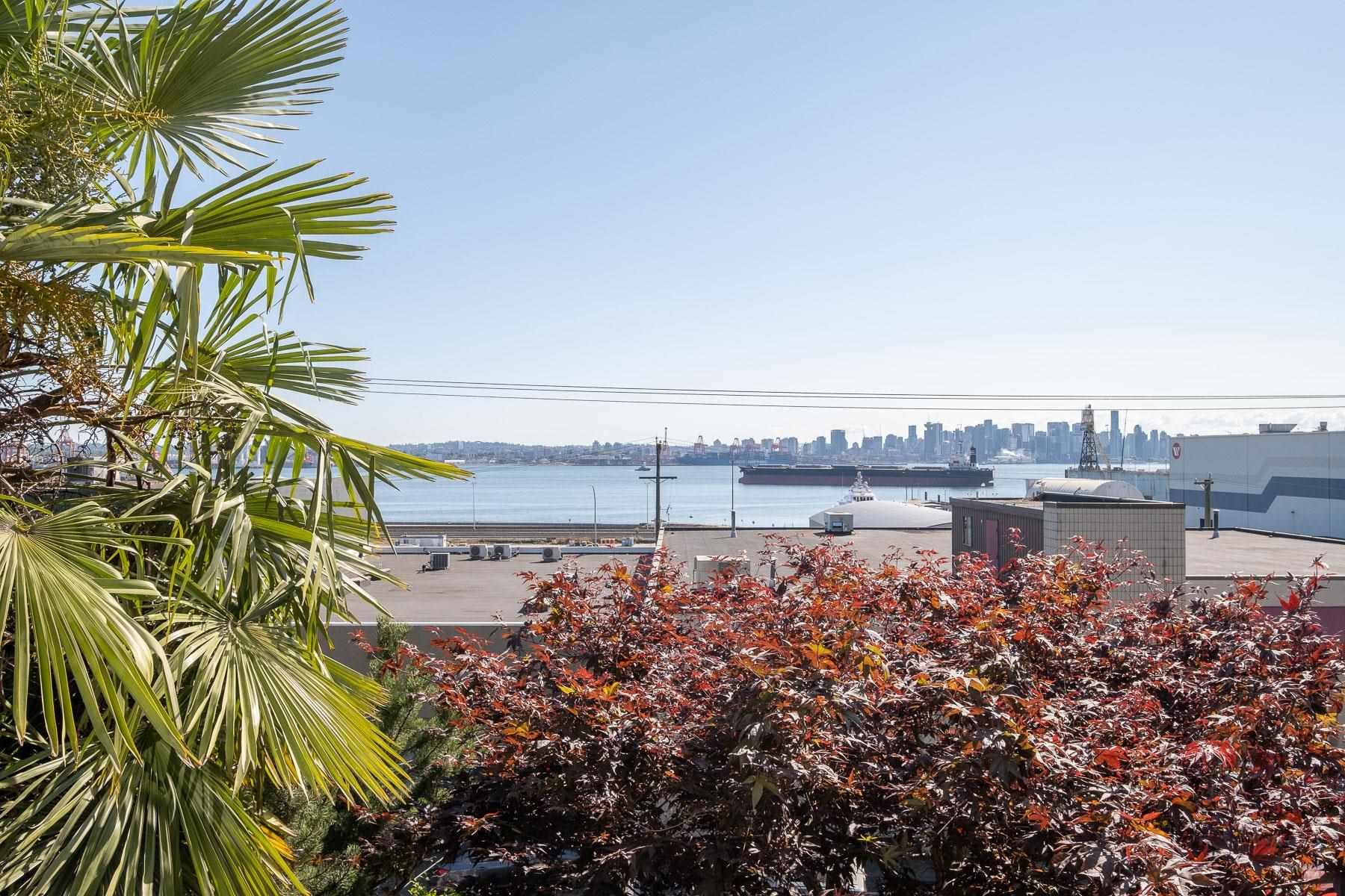 """Main Photo: 205 333 E 1ST Street in North Vancouver: Lower Lonsdale Condo for sale in """"Vista West"""" : MLS®# R2618010"""