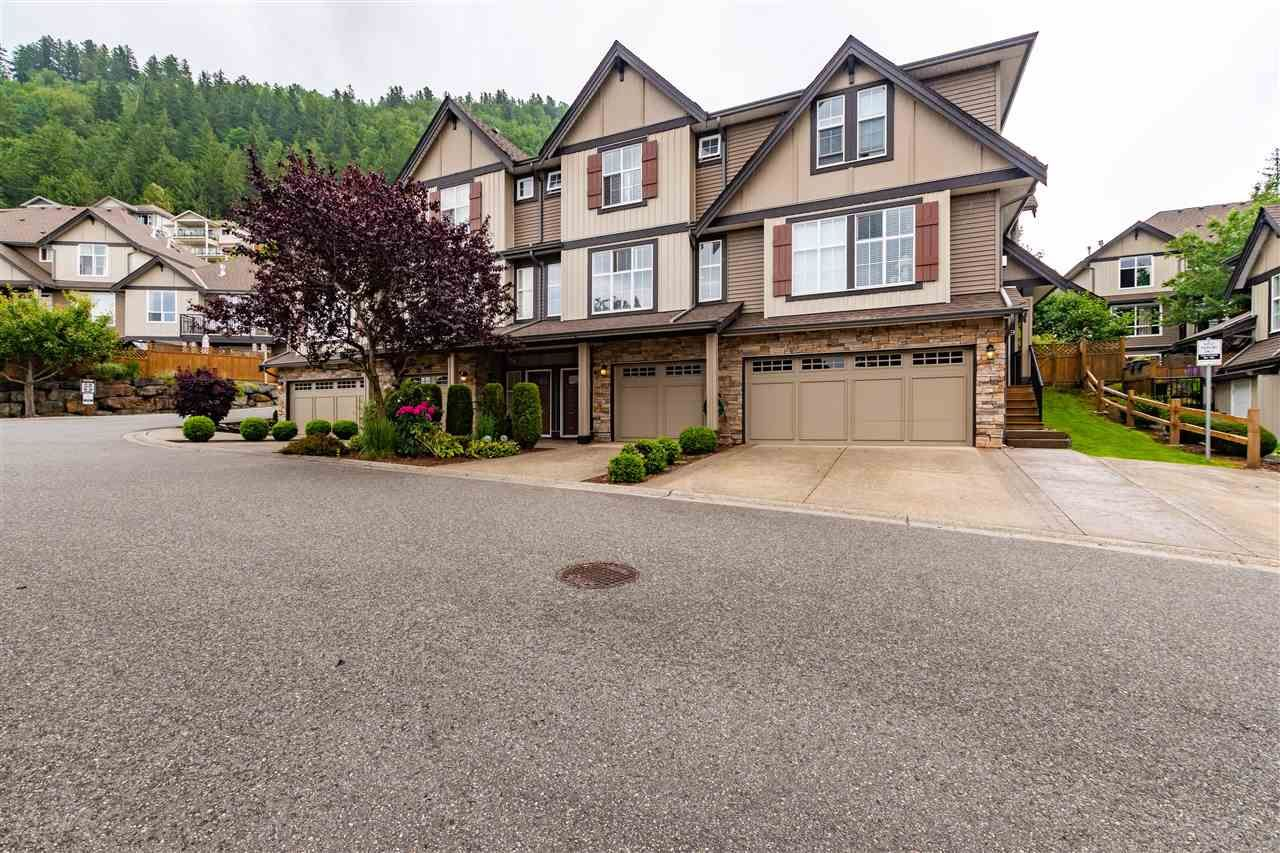 """Main Photo: 10 5900 JINKERSON Road in Chilliwack: Promontory Townhouse for sale in """"Jinkerson Heights"""" (Sardis)  : MLS®# R2589799"""