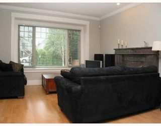 Photo 2: 718 W 68TH Avenue in Vancouver: Marpole 1/2 Duplex for sale (Vancouver West)  : MLS®# V651520