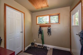 Photo 2: 420 HUDSON BAY MOUNTAIN Road in Smithers: Smithers - Rural House for sale (Smithers And Area (Zone 54))  : MLS®# R2611709