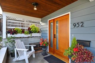 Photo 2: 952 LEE Street: White Rock House for sale (South Surrey White Rock)  : MLS®# R2351261
