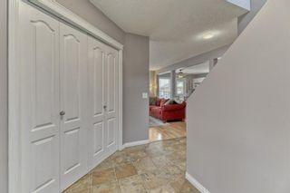 Photo 2: 161 Douglas Ridge Circle SE in Calgary: Douglasdale/Glen Detached for sale : MLS®# A1137353
