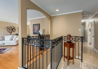 Photo 4: 425 Woodland Crescent SE in Calgary: Willow Park Detached for sale : MLS®# A1149903