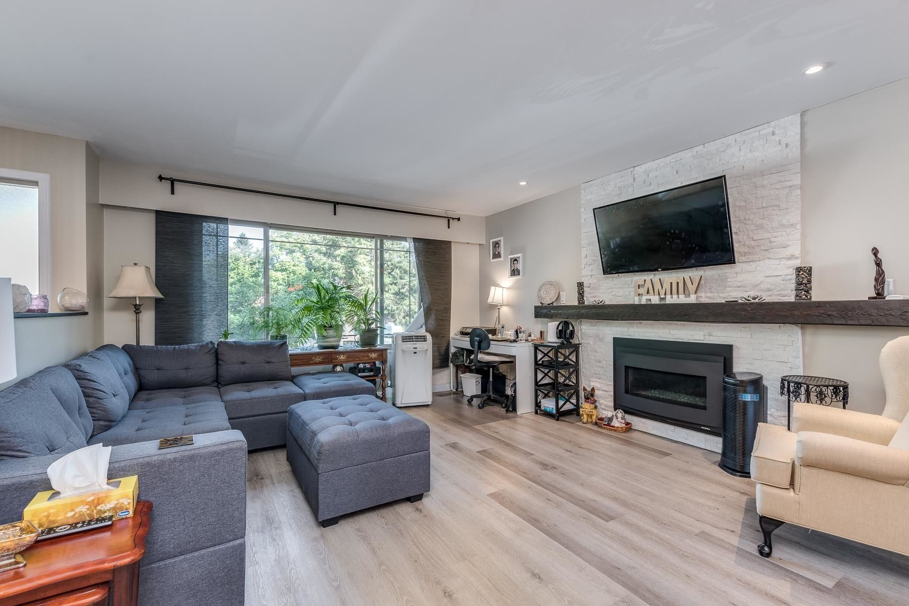 Photo 5: Photos: 3671 SOMERSET Street in Port Coquitlam: Lincoln Park PQ House for sale : MLS®# R2610216