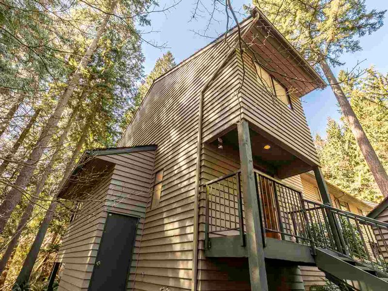 FEATURED LISTING: 867 FREDERICK Road North Vancouver