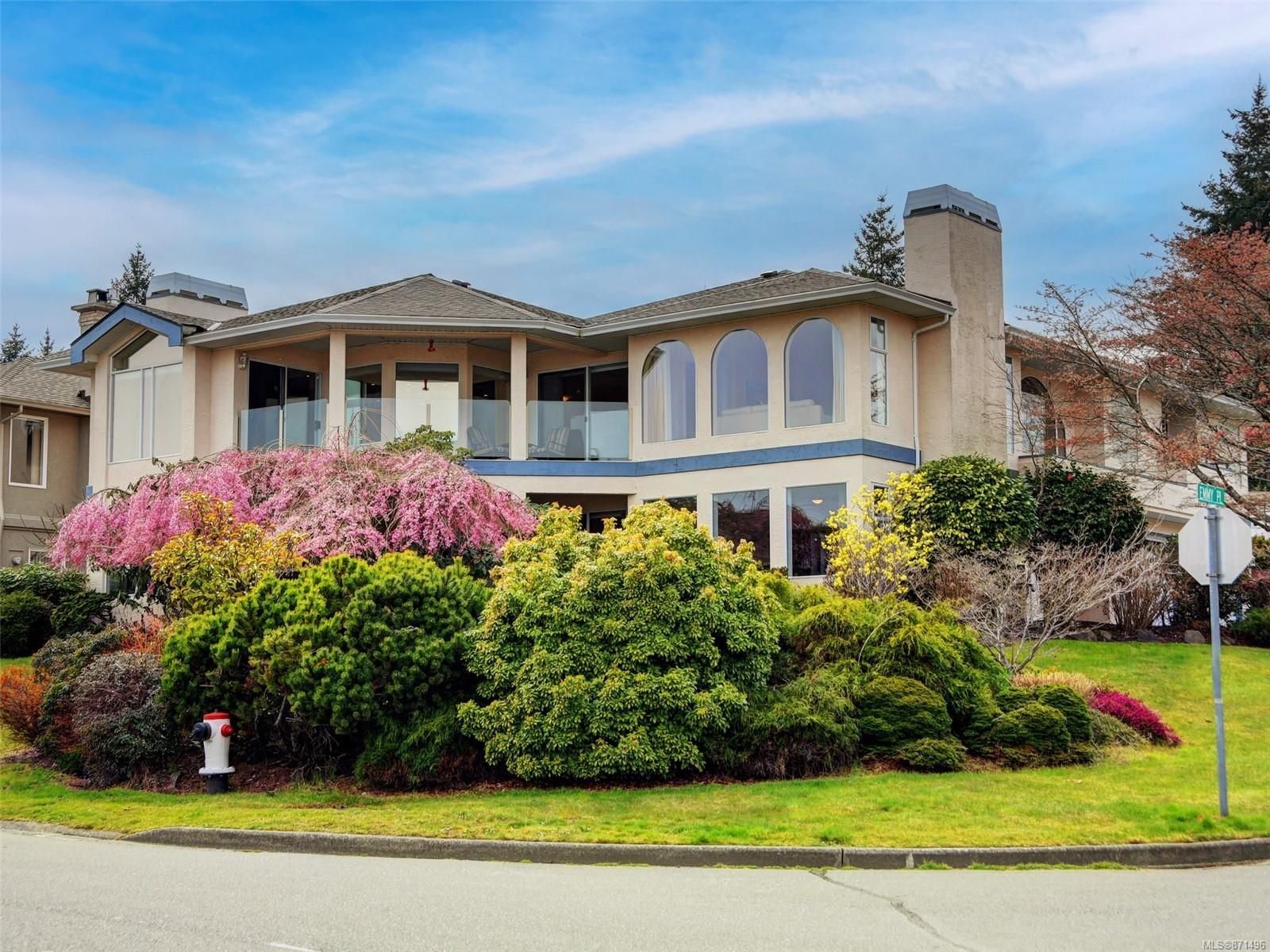 Main Photo: 2521 Emmy Pl in : CS Tanner House for sale (Central Saanich)  : MLS®# 871496